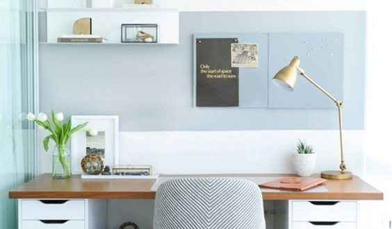 Lichtblauwe werkkamer