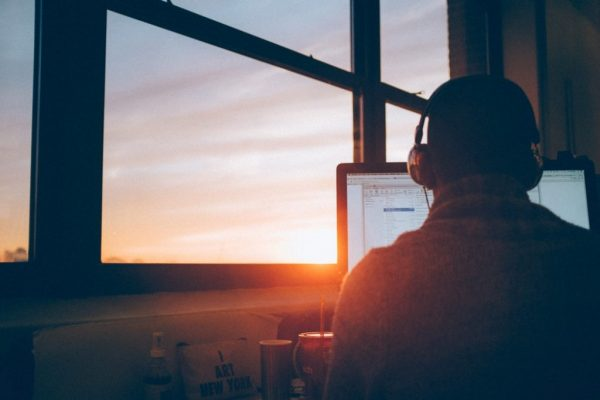 Tips nachtje door werken: koptelefoon