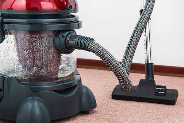 Mannen Helpen In Het Huishouden